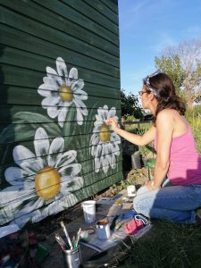 allotment-shed-mural-daisy